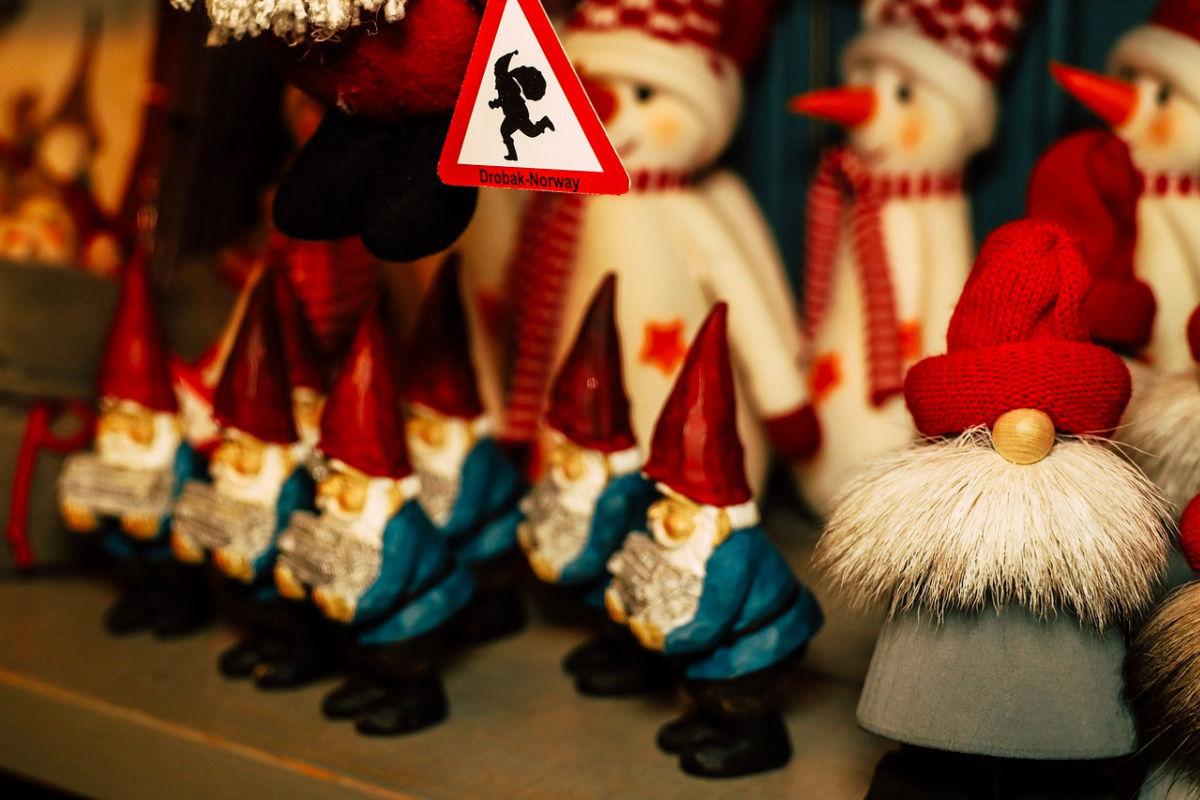 Favorite Christmas memories elves from SAGA 2